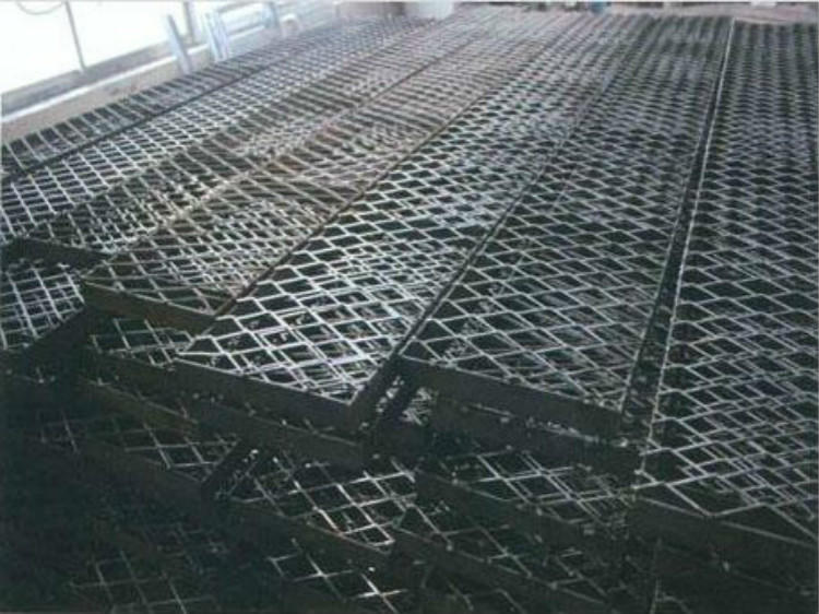 亚奇钢板网系列:脚踏板楼房工人钢笆踏板-电厂楼梯钢板网示例图2