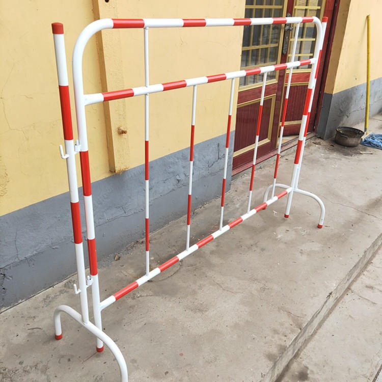 江蘇安全防護圍欄廠家 道路檢修安全圍欄 鐵質圍欄 輕質路障護欄