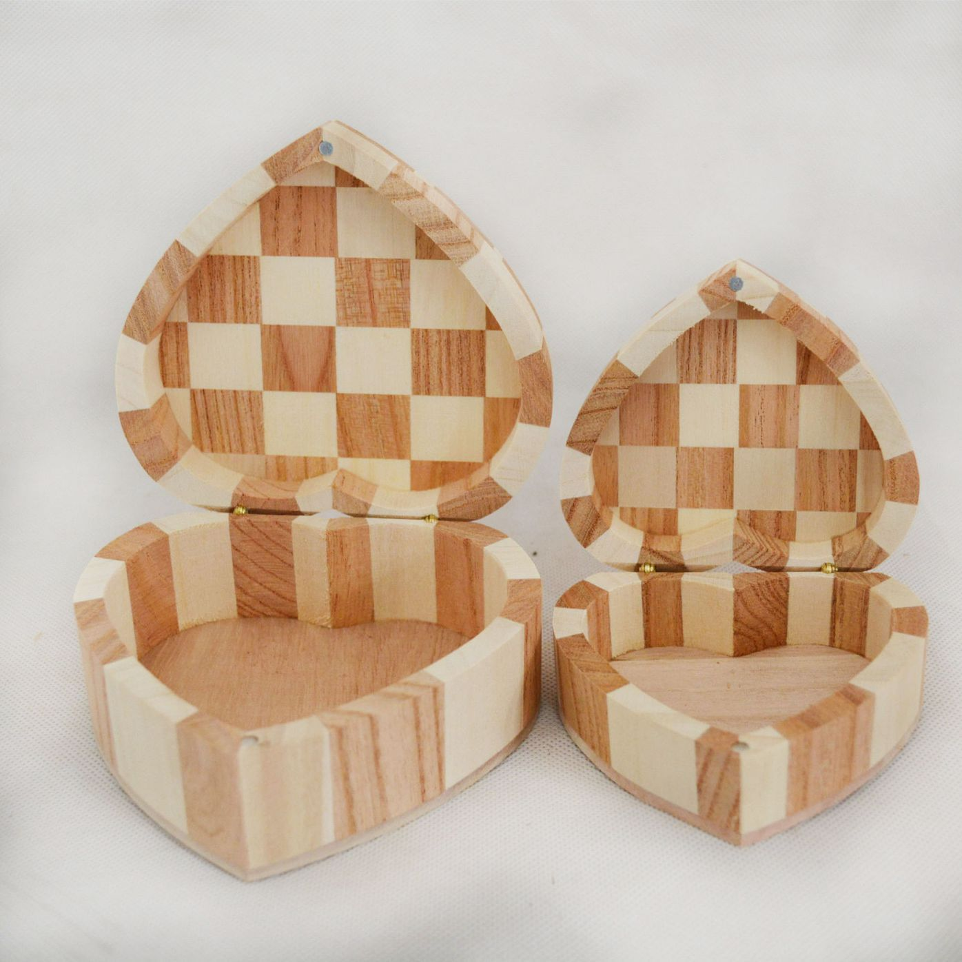 厂家现货批发木制包装盒首饰盒 木质爱心形木盒 桐木心形