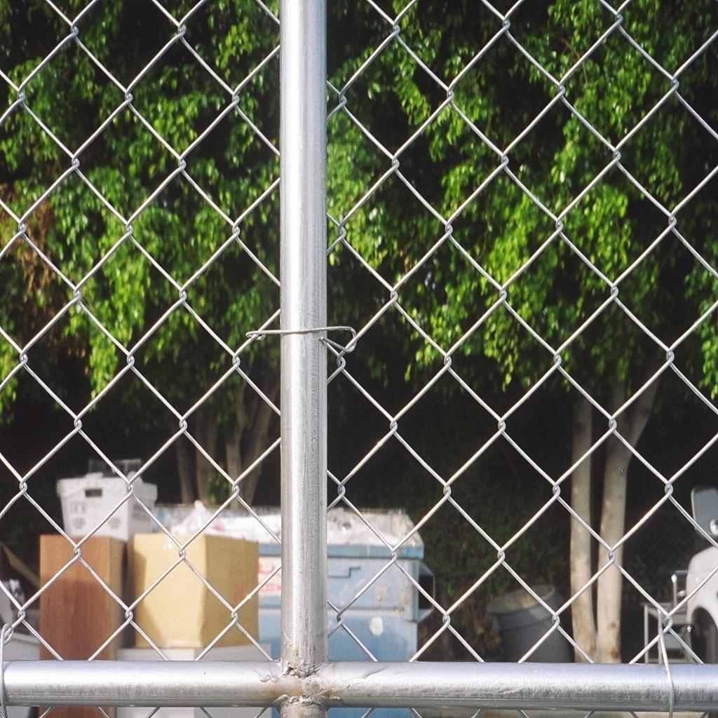 球场围网 学校绿色铁丝网 篮球场围网 运动场护栏网 锌钢草坪护栏网 万隆球场围栏网 厂家批发 价格合理