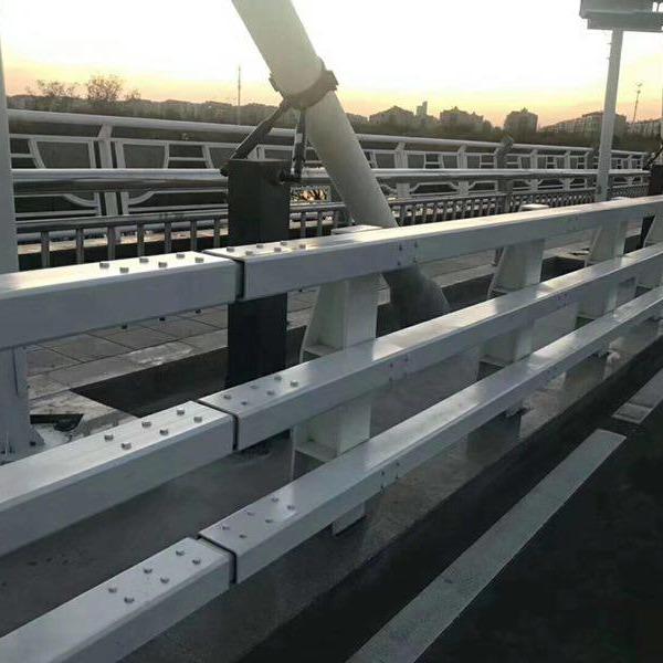 專業定做方管防撞護欄 q345c防撞護欄 q235防撞設施 碳素鋼噴塑防撞護欄