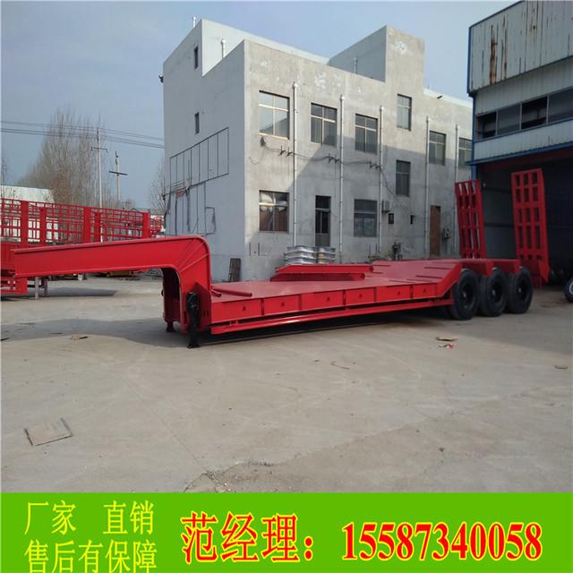 12米13米三桥轴液压锰钢钩机板拖车生产厂家详细报价