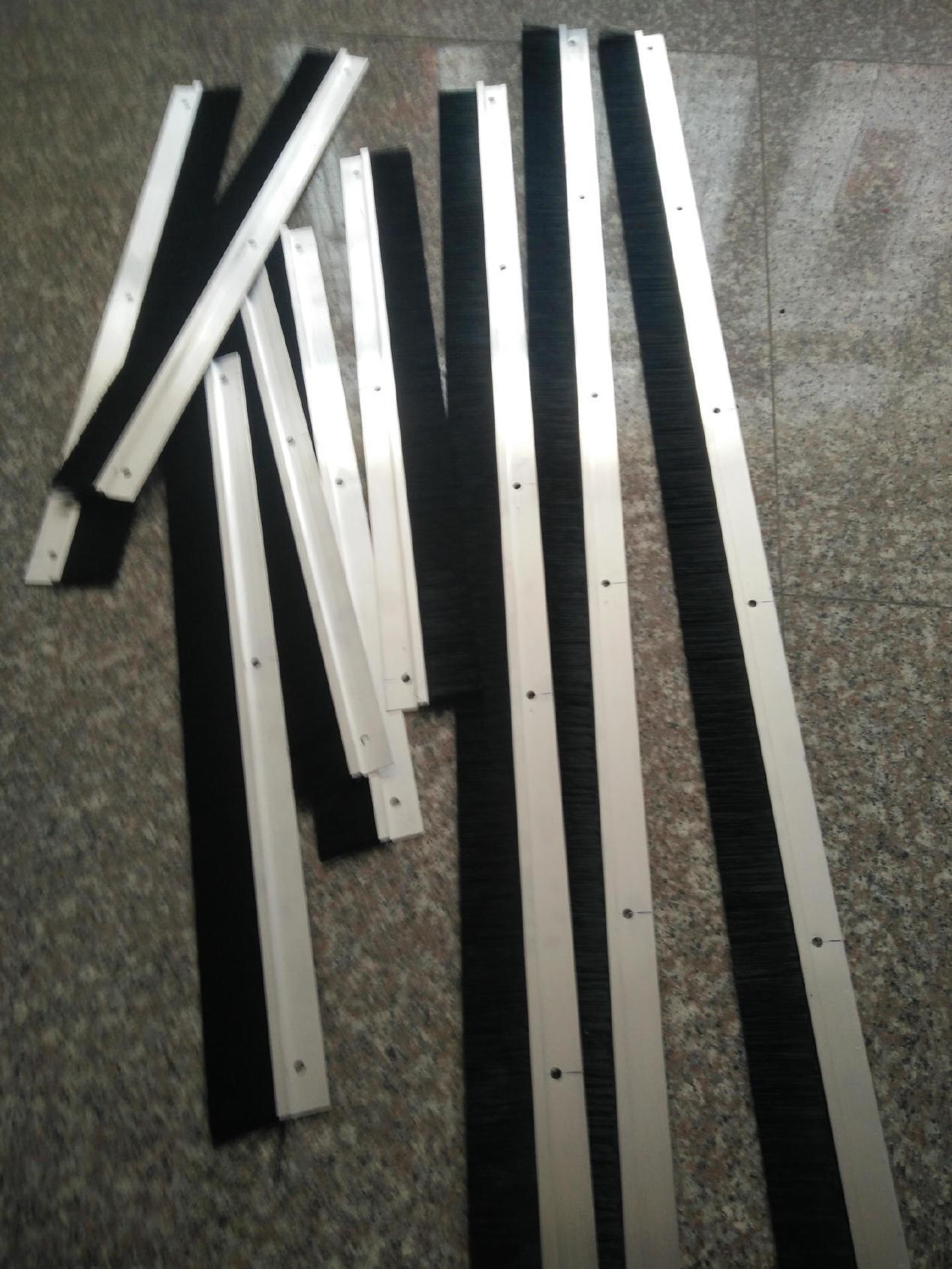 供应塑料条刷 铝合金条刷 不锈钢条刷 密封条刷