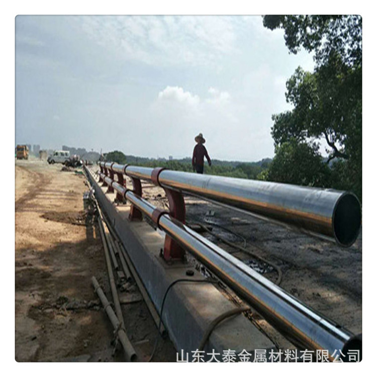 威海304不銹鋼復合管護欄廠家 定做橋梁護欄立柱量大優惠價格示例圖9