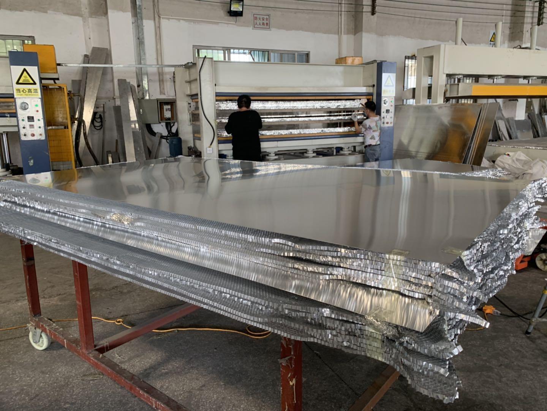 今日特價亨力特機械160噸,空調板,冷庫板,車廂板,整體衛浴發泡板,聚氨脂發泡板熱壓機示例圖38