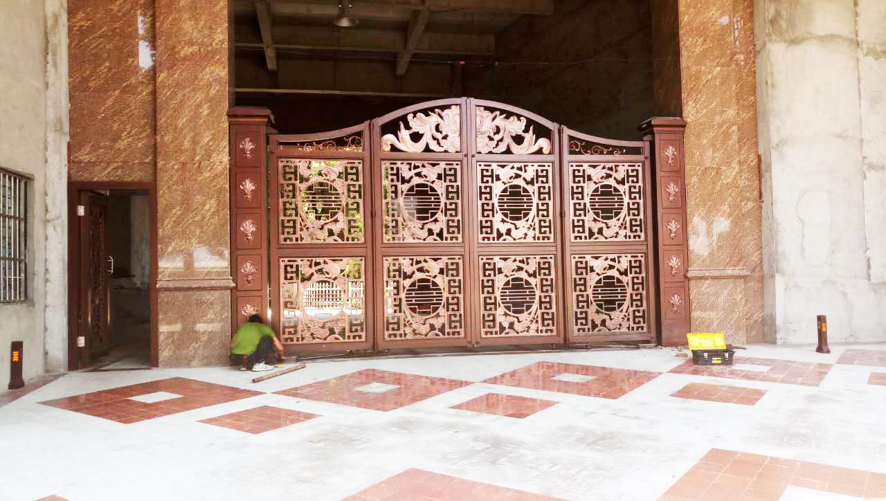 東莞鋁藝精雕懸浮折疊門工程2.jpg