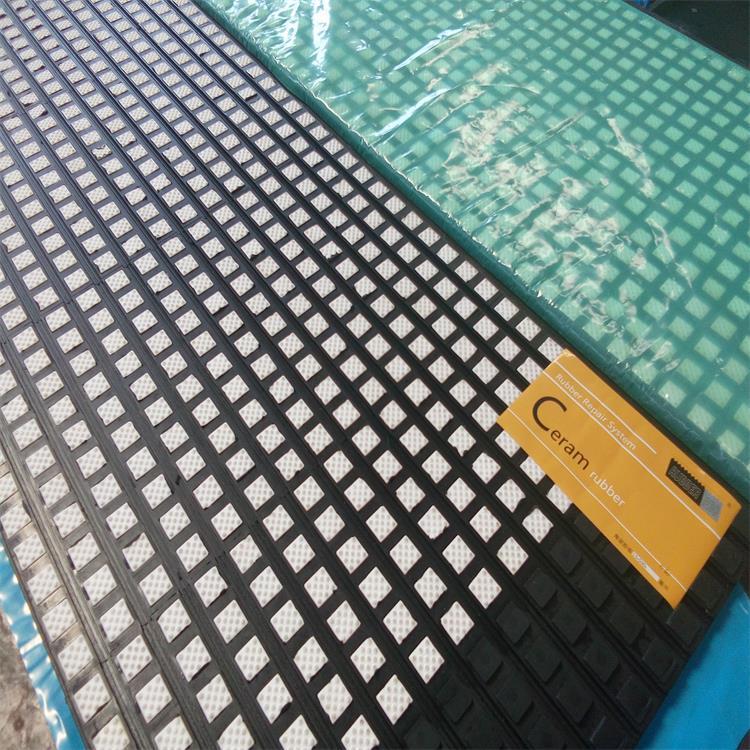 洛阳瑞塔橡胶丨宽500mm带半硫化层陶瓷胶板丨陶瓷包胶现场施工示例图5