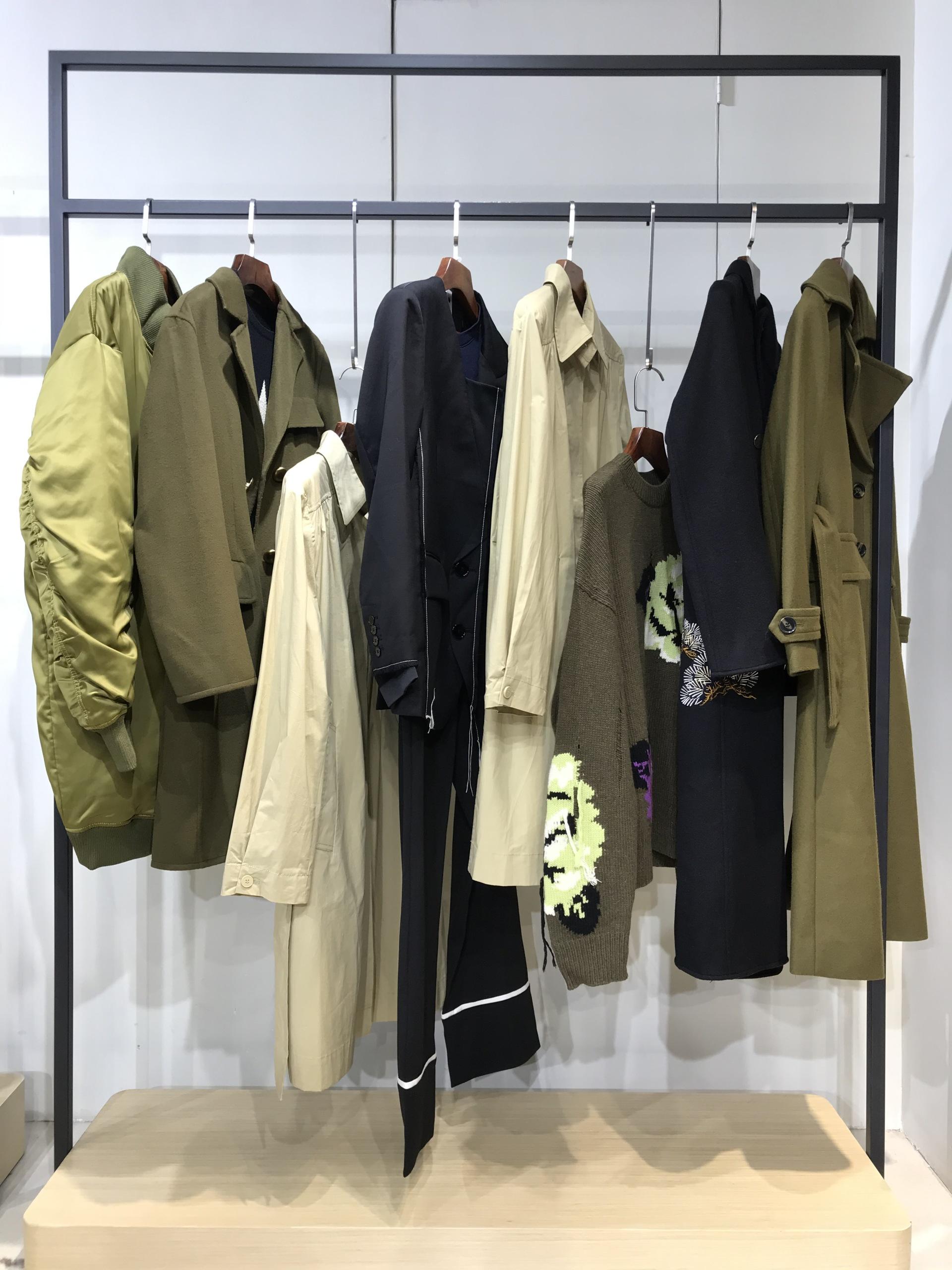 【MO&Co.摩安珂】21冬 入驻万达专柜 90白鸭绒大码羽绒服 实体必备穿搭示例图8