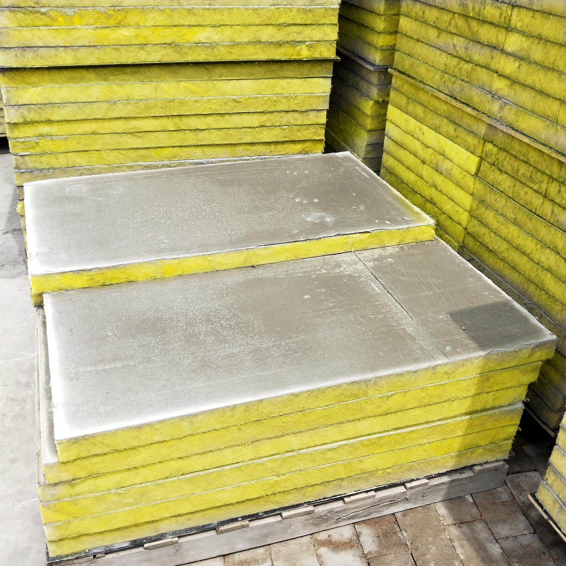 盈輝A級玻璃棉復合板價格 砂漿裹覆玻璃纖維棉保溫板 機制憎水玻璃棉復合板廠家