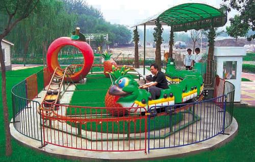 可爱的青虫造型之果虫滑车游乐设备 小朋友喜爱公园轨道果虫滑车示例图17