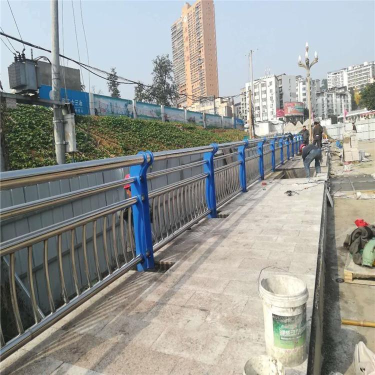 延邊1.2米高不銹鋼護欄 不銹鋼復合管生產廠家