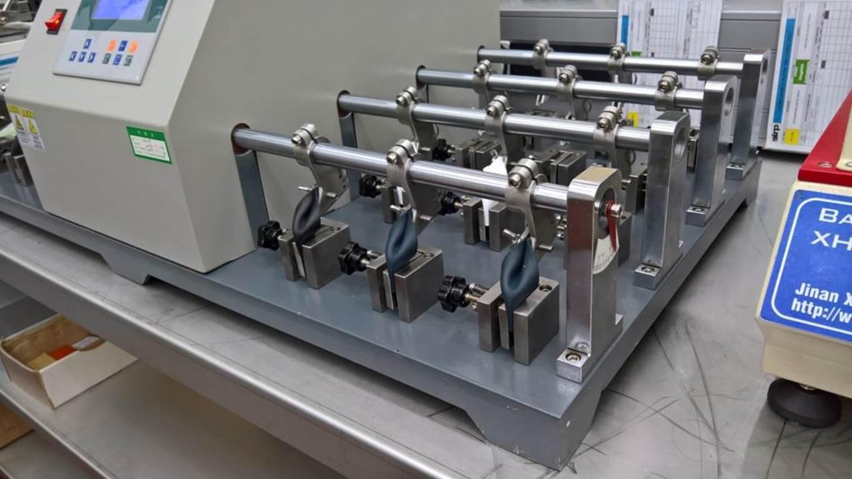 广东新款24组皮革耐挠性试验机皮革耐折试验机鞋合成革弯折测试示例图6