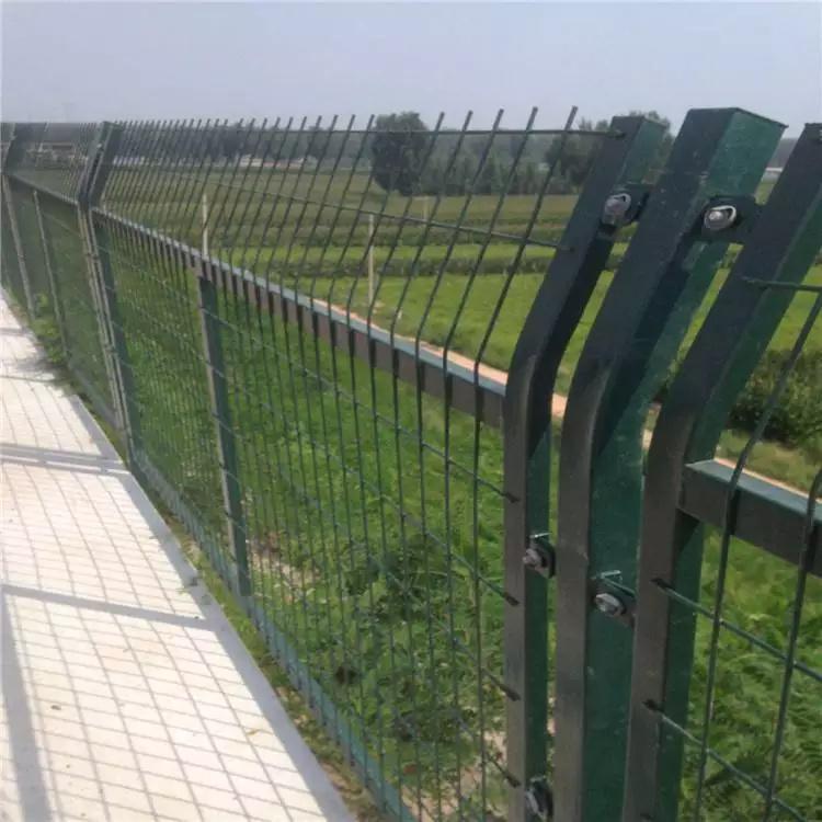 公路护栏 铁丝网护栏运动场护栏 养殖防护网 云旭 厂家供应