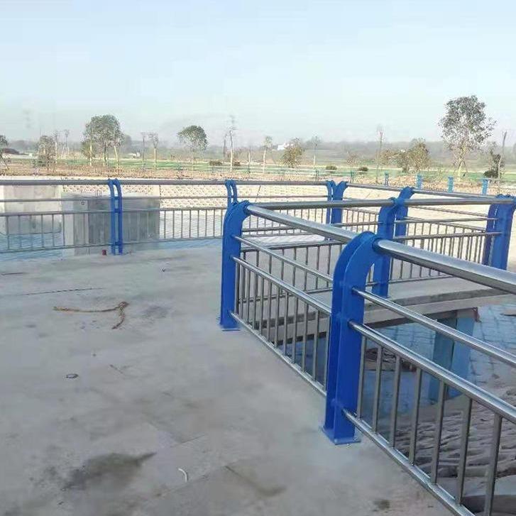 不銹鋼復合管橋梁護欄q235鋼板防撞立柱按圖加工 濟南河道景觀復合管欄桿廠家現貨直發
