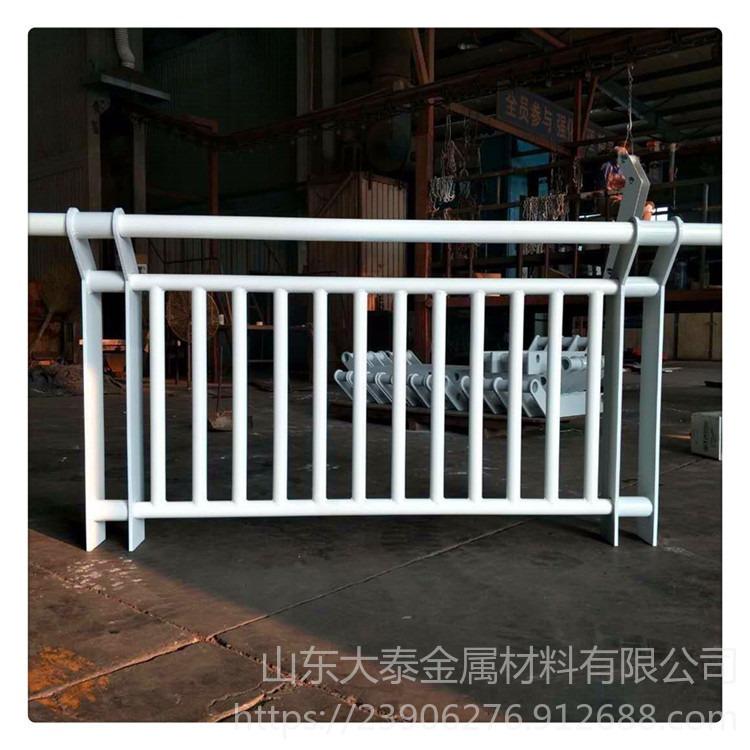 鍍鋅304不銹鋼復合管護欄價格 山東大泰復合管橋梁河道護欄廠家