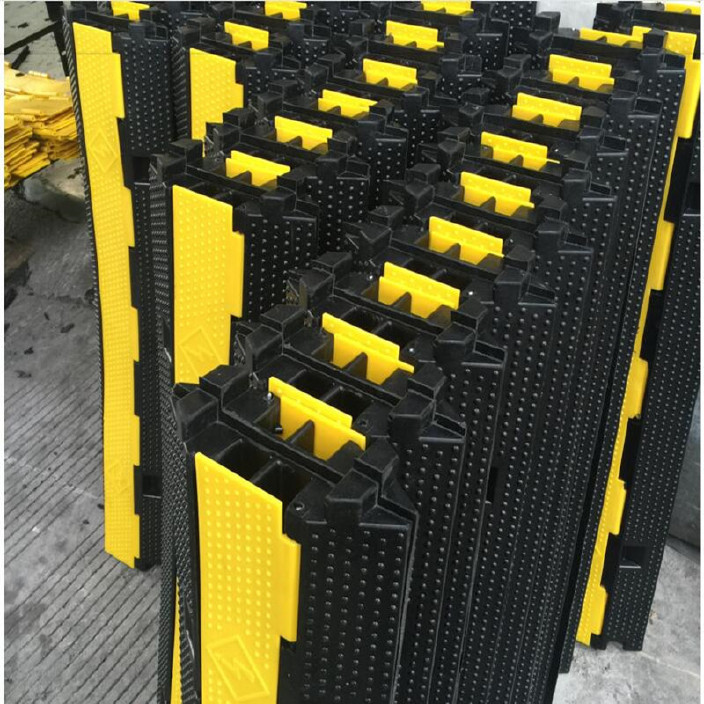 PVC二线槽减速带两线槽板橡胶线槽舞台铺线板串线板减速板过线槽