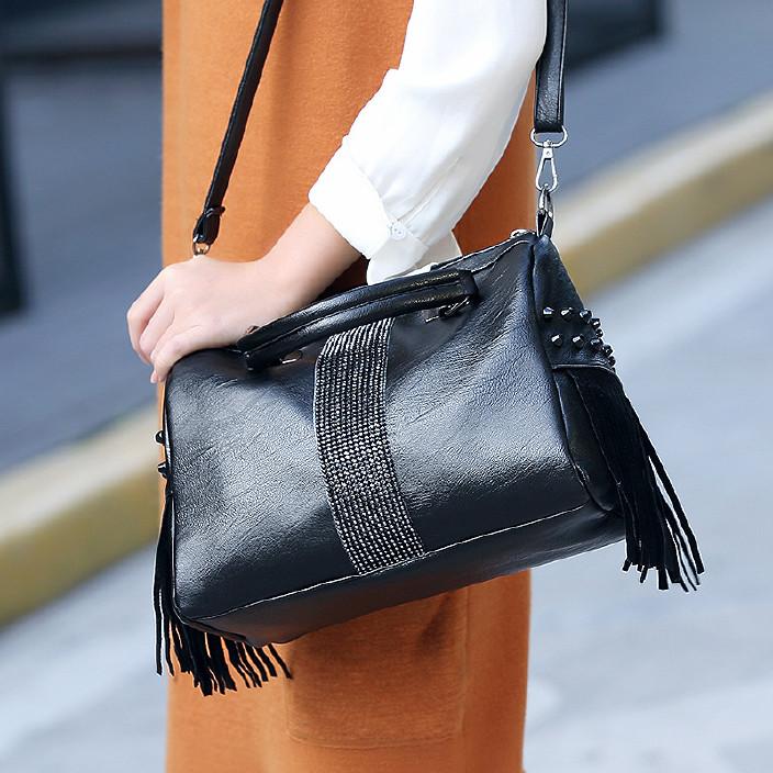 新款流蘇手提包黑色大容量休閑旅行枕頭包廠家直銷單肩斜挎包批發圖片