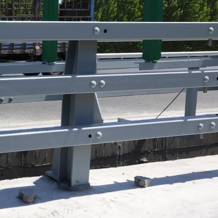 碳素鋼防撞護欄 不銹鋼防撞橋梁欄桿 高架防撞護欄桿 鋼板防撞立柱