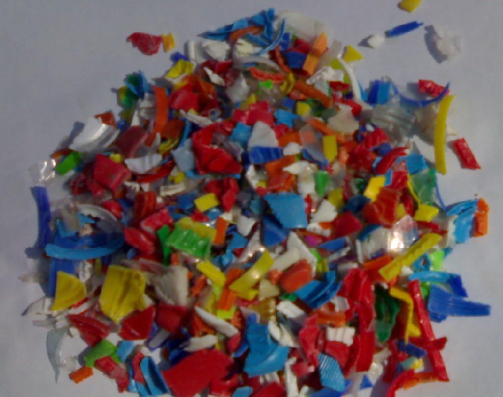 PE破碎料(瓶箍,瓶絲,瓶蓋)PE粉碎料,pe拉絲料,pe廢塑料