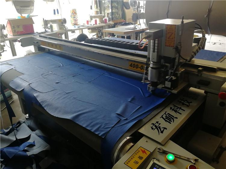 服装厂包装工图片_【服装机械设备缝前设备单层大型送料裁床裁剪布料皮革人造毛 ...
