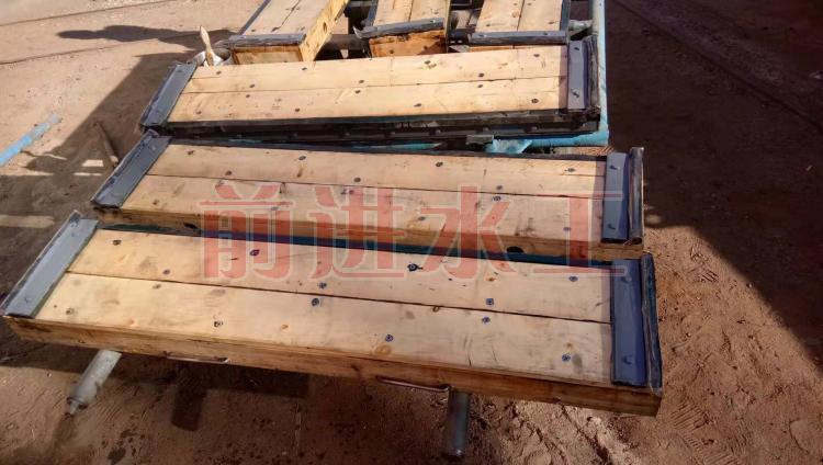 木质叠梁闸门 不锈钢叠梁闸门 供应价格 厂家批发 碳钢叠梁闸门示例图5