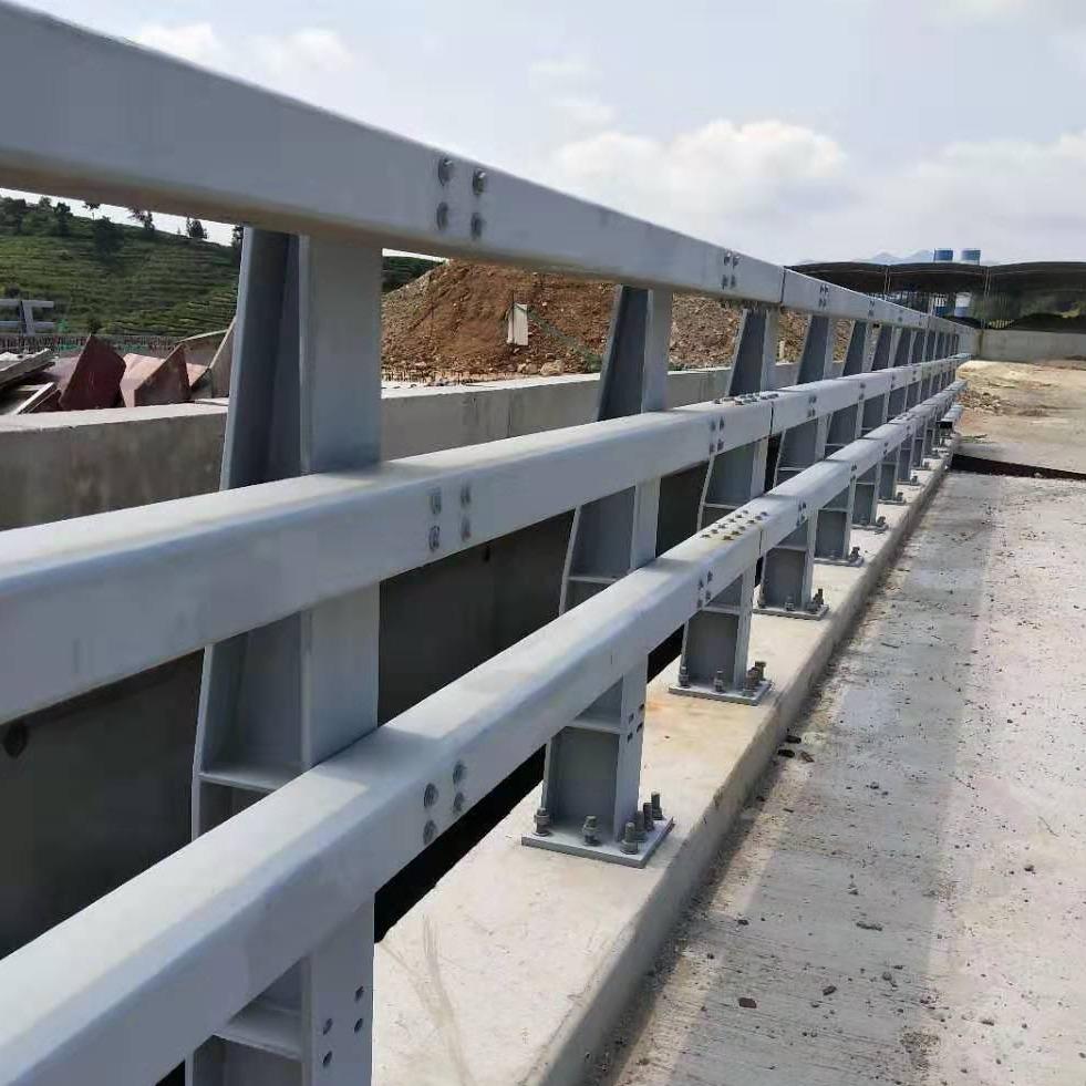 公路橋梁安全防撞護欄價格 橋梁方管防撞欄桿 q235碳素鋼方管防撞隔離欄桿