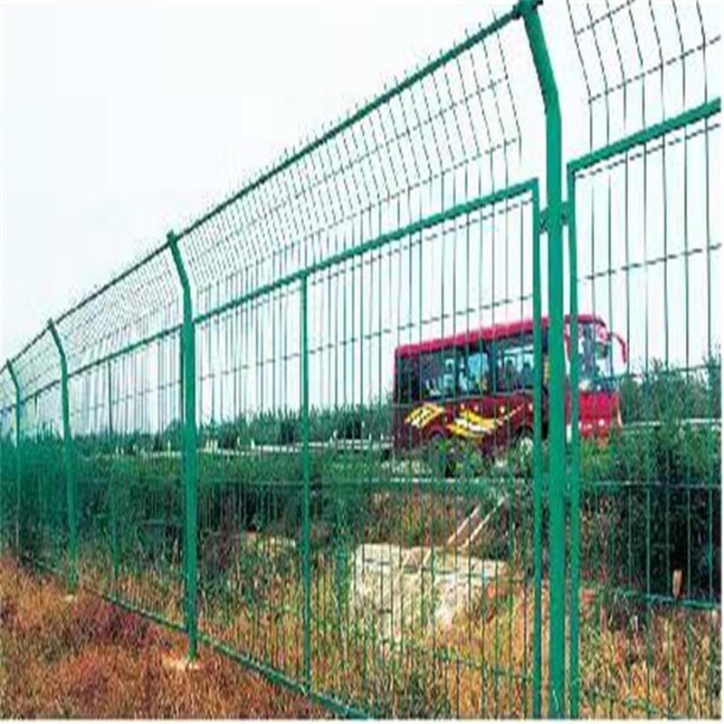 双边丝护栏网现货 厂家直销铁路高速护栏网 小区户外绿色护栏网