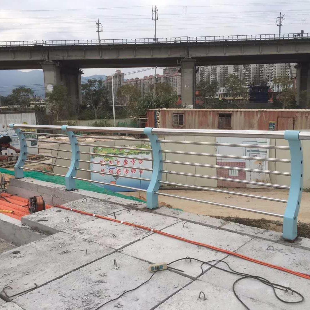 不銹鋼復合管護欄、鋼板立柱來圖制作、不銹鋼碳素鋼復合管橋梁護欄制作、