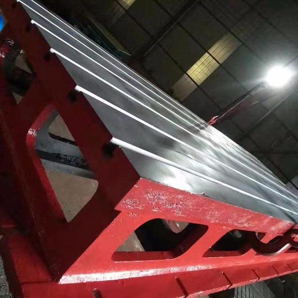 亮健機械專業生產機床工作臺 加高工作臺 副工作臺的設計研發
