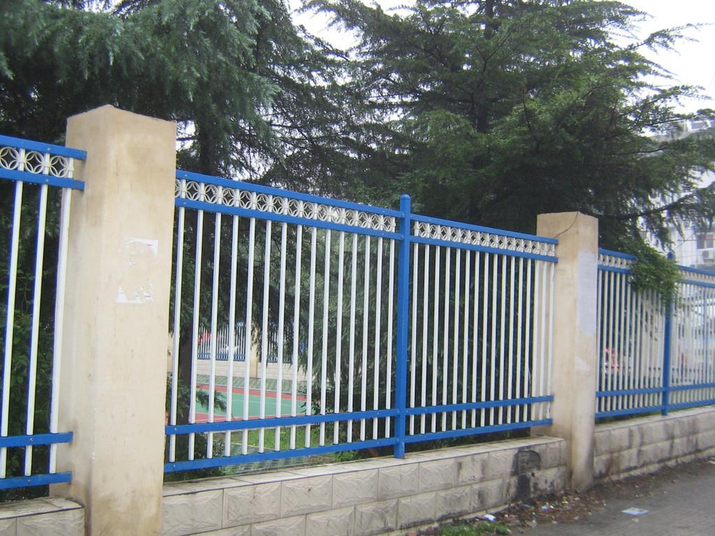 方管护栏 厂区护栏 围墙护栏厂家 锌钢护栏厂家直销